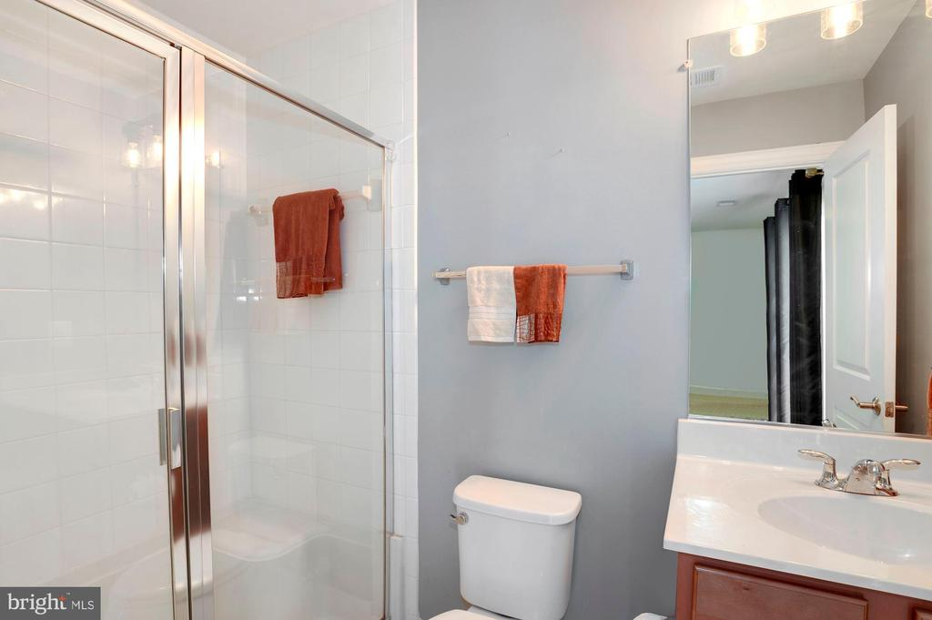 with full bathroom - 10698 VIEWMONT LN, MANASSAS