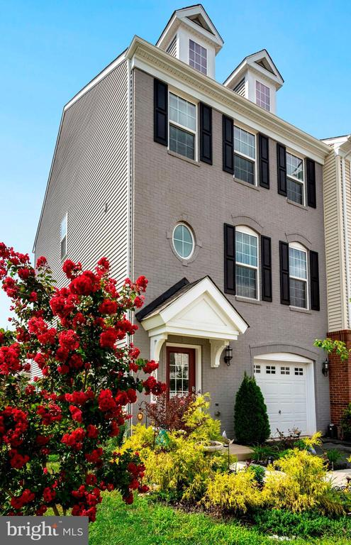 4beds 3.5 bath Luxury Townhouse on a Premium Lot - 10698 VIEWMONT LN, MANASSAS