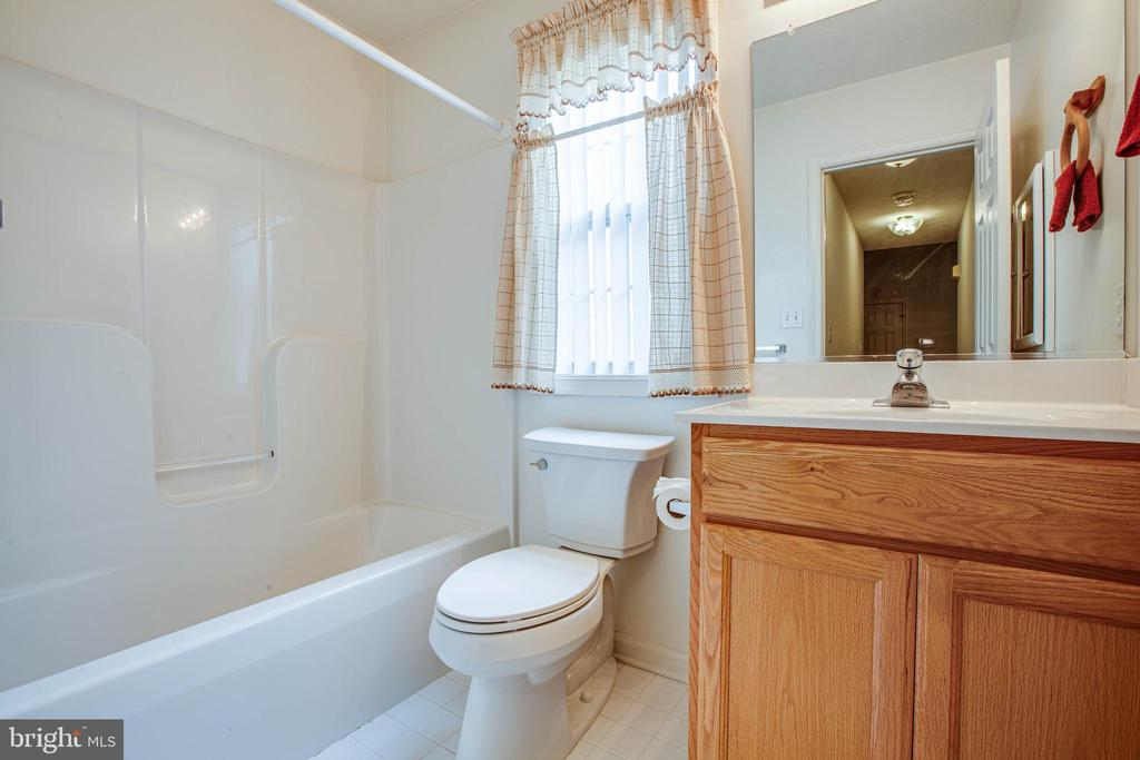 Hall bath - 11717 COLLINWOOD CT, FREDERICKSBURG