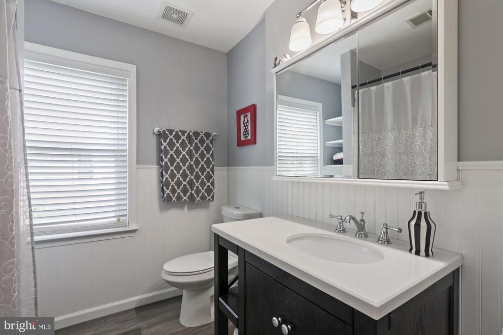 Bathroom 2 - 20370 PLAINFIELD ST, ASHBURN