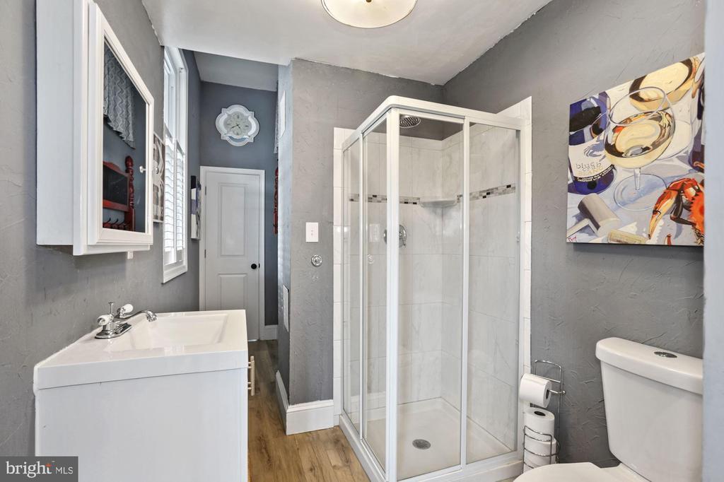 Bathroom 3 - 20370 PLAINFIELD ST, ASHBURN
