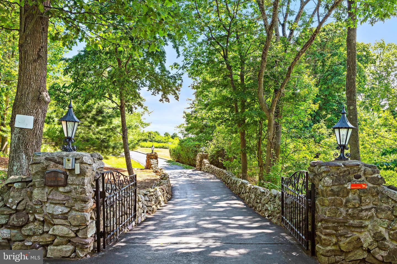 Single Family Homes pour l Vente à Butler, New Jersey 07405 États-Unis
