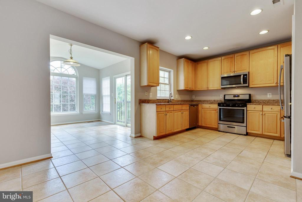 Breakfast Room Off Kitchen - 25232 DUNVEGAN SQ, CHANTILLY