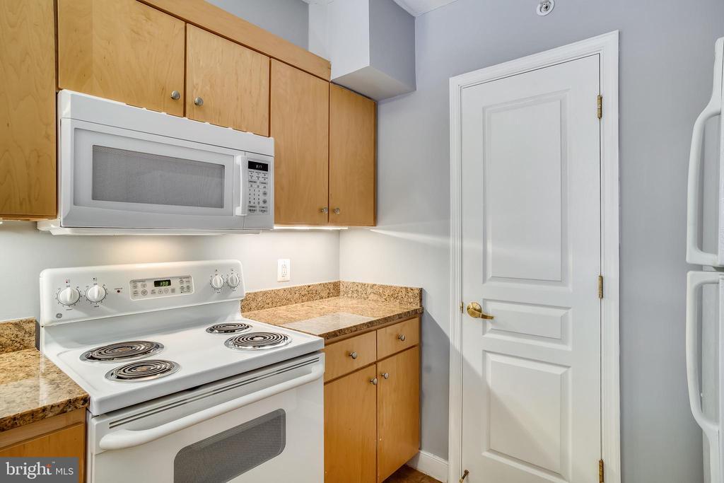 Kitchen - 616 E ST NW #602, WASHINGTON