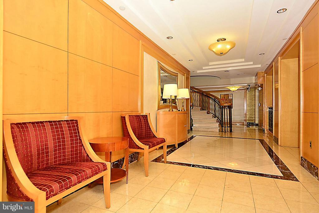Clara Barton Lobby - 616 E ST NW #602, WASHINGTON
