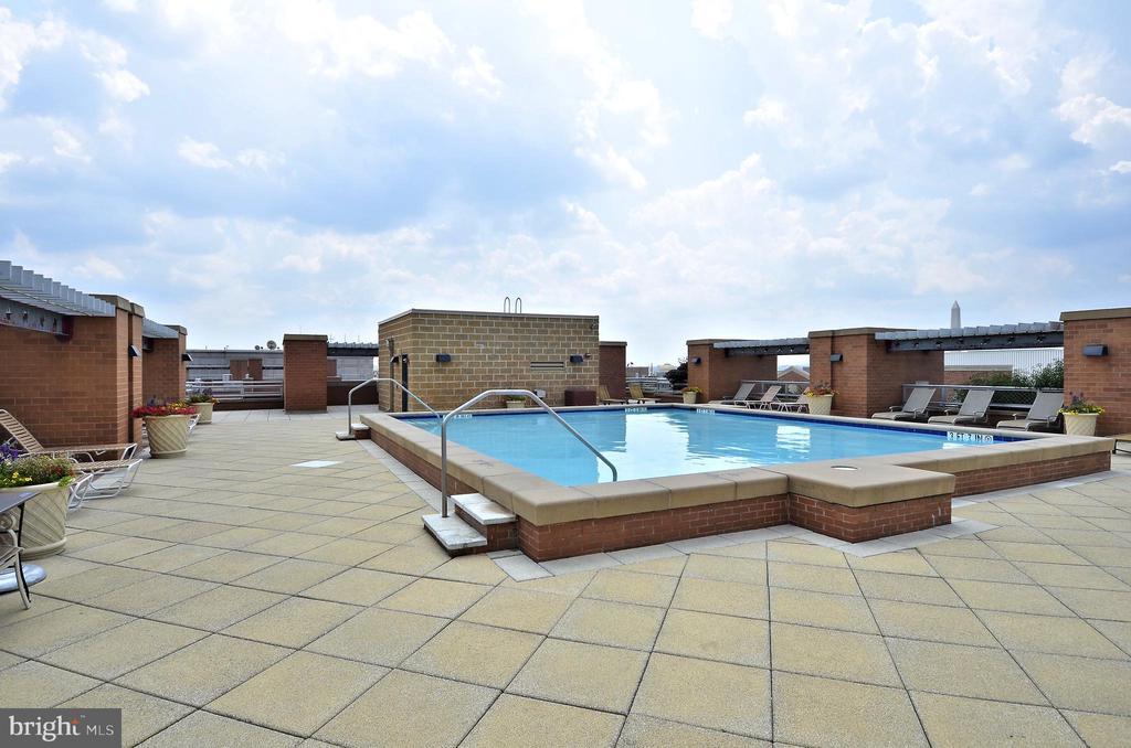 Rooftop Pool - 616 E ST NW #602, WASHINGTON
