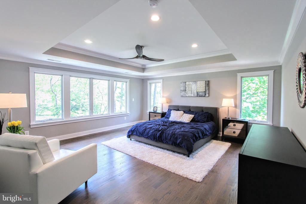 Owner's bedroom of similar floor plan - 117 COURTHOUSE RD SW, VIENNA