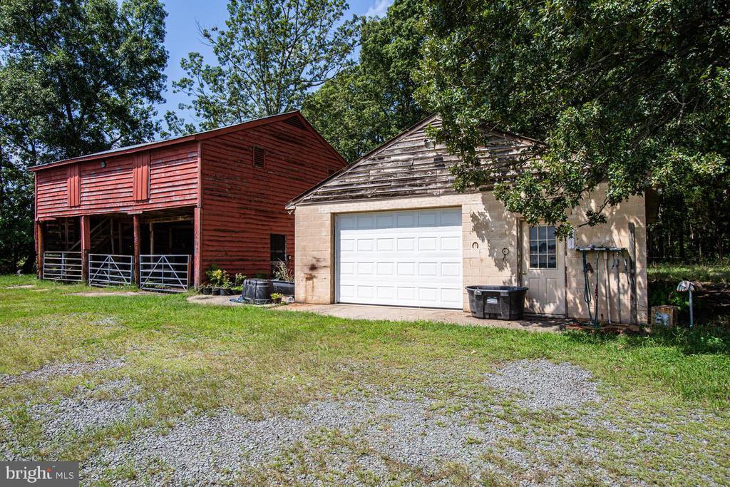 Machine barn and garage - 50 CEDAR OAKS LN, FREDERICKSBURG