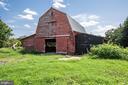 Classic red barn - 50 CEDAR OAKS LN, FREDERICKSBURG