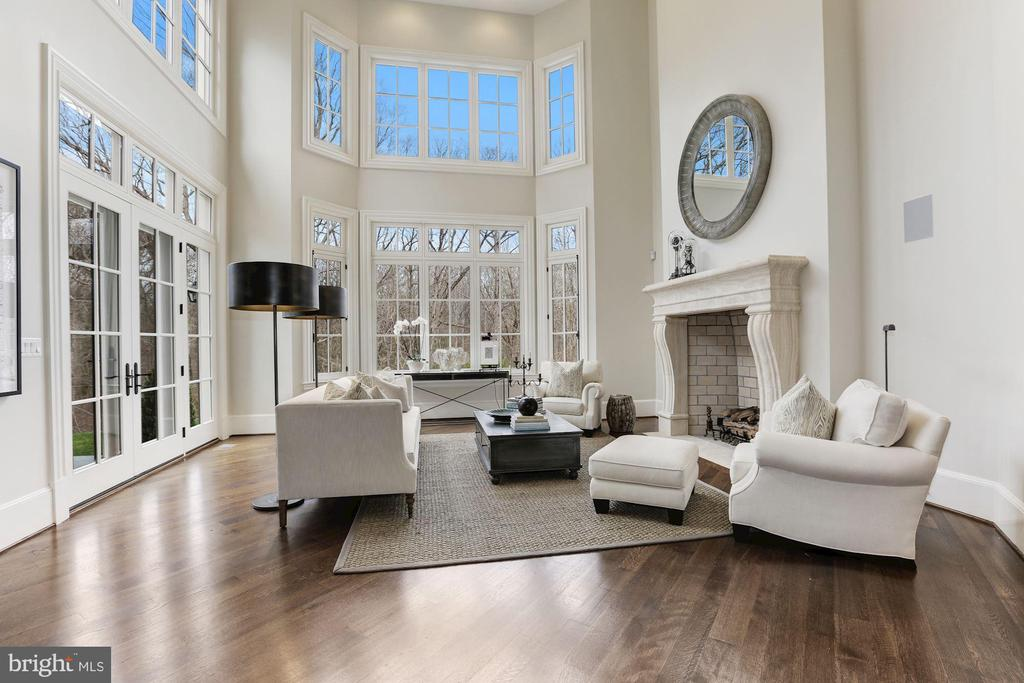 Two- Story Family Room - 906 TURKEY RUN RD, MCLEAN