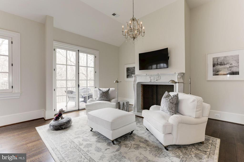 Master Sitting Room - 906 TURKEY RUN RD, MCLEAN