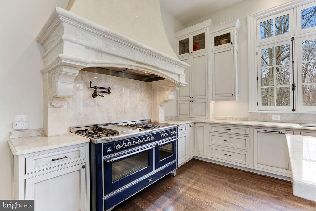 Majestic Stove - 906 TURKEY RUN RD, MCLEAN
