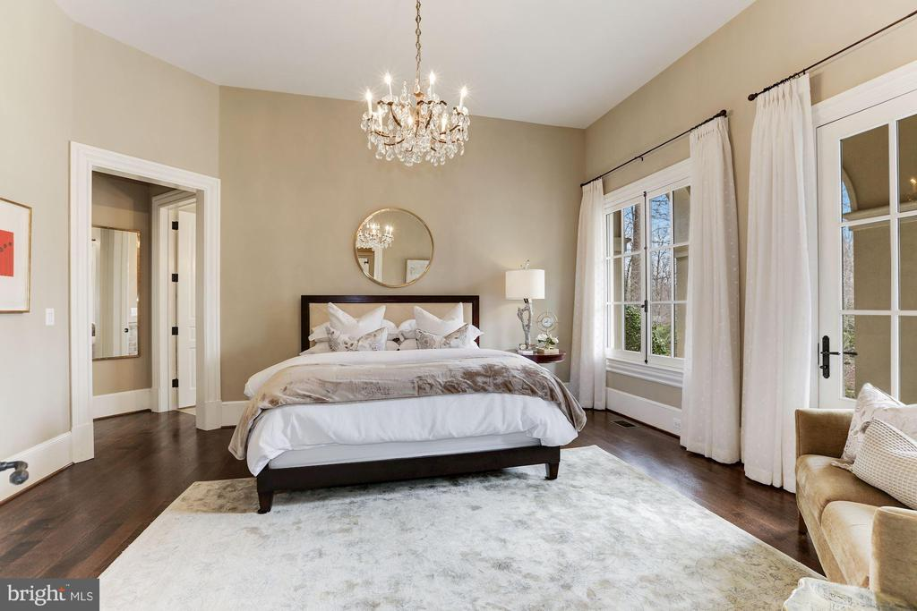 Main Level Bedroom - 906 TURKEY RUN RD, MCLEAN