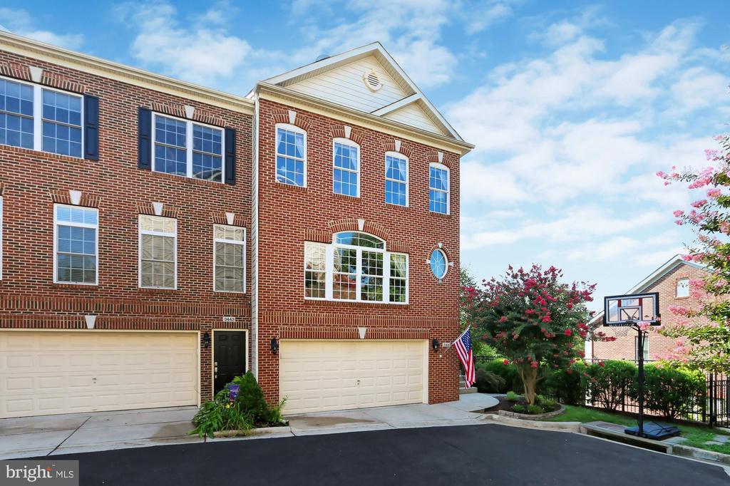 End-Unit  Townhouse w/ 2-car garage @ Bowmans Hill - 3441 25TH CT S, ARLINGTON