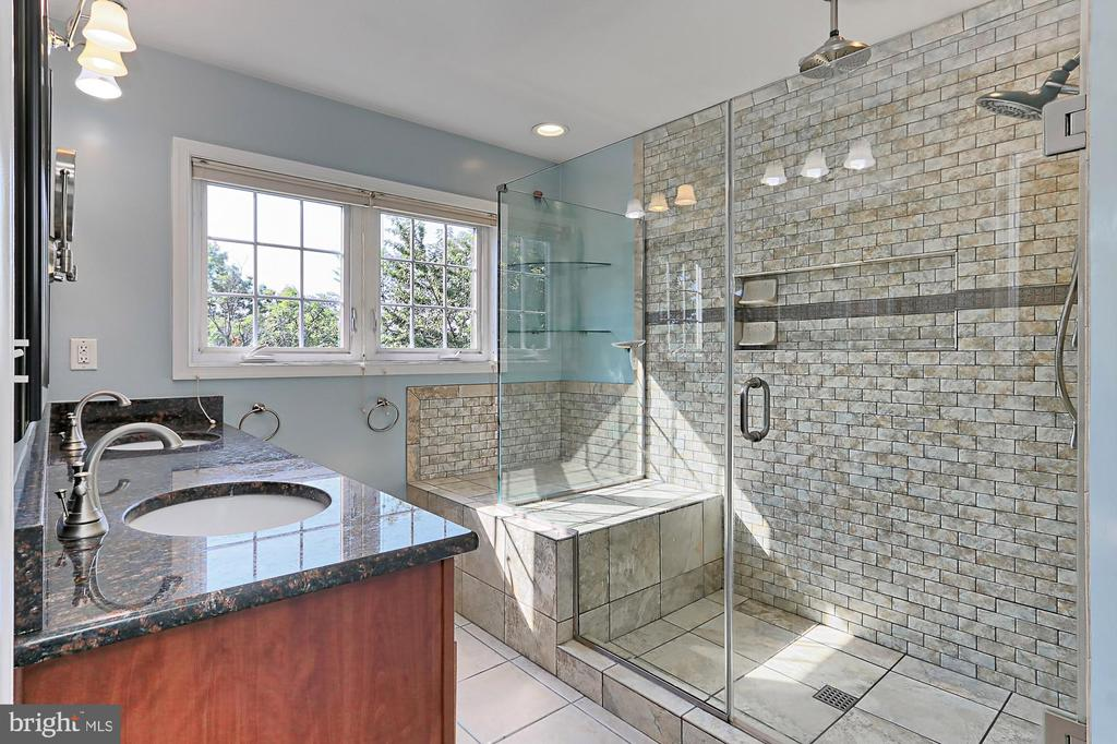 Renovated MA BA  w/ spacious custom shower - 3441 25TH CT S, ARLINGTON