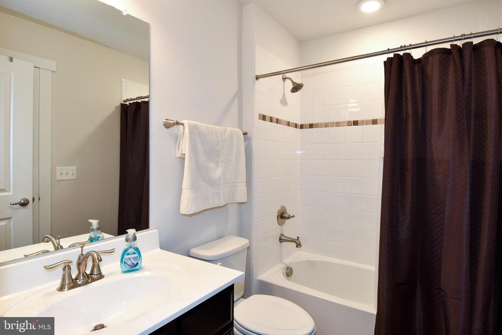 Loft Bathroom  #4- Attached to Bedroom - 2522 SWEET CLOVER CT, DUMFRIES