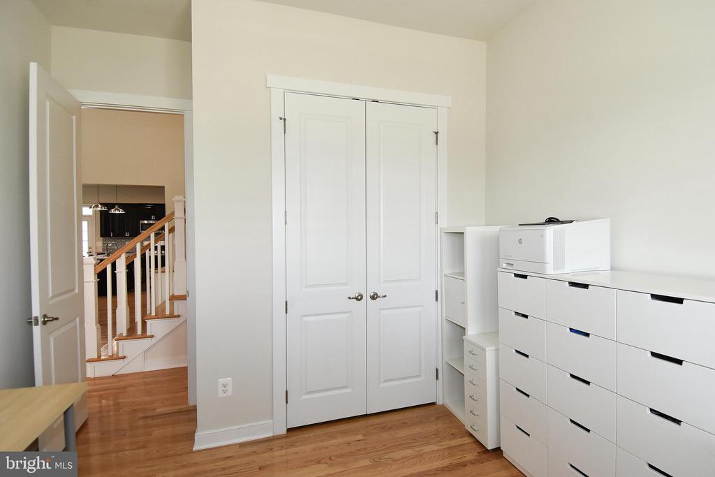 Closet shelving for office needs or clothes - 2522 SWEET CLOVER CT, DUMFRIES