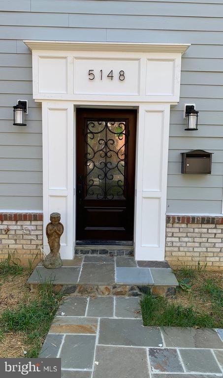 Signature Entrance Door - 5148 11TH ST S, ARLINGTON