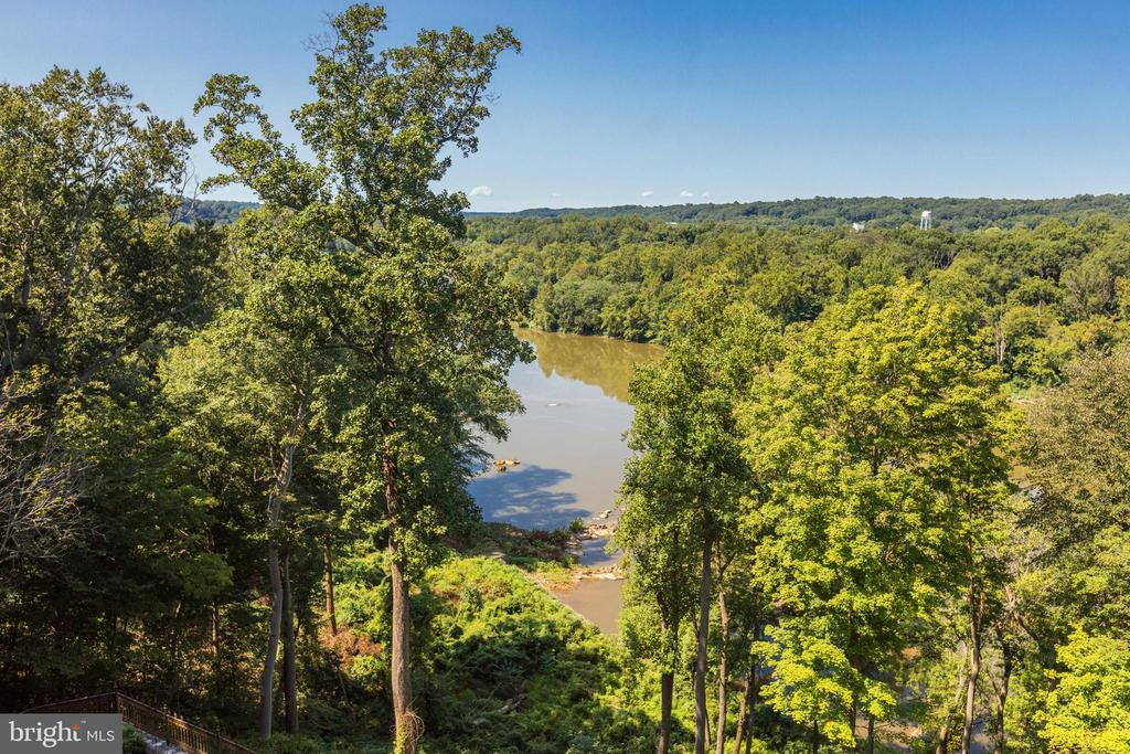 River Views - 612 RIVERCREST DR, MCLEAN