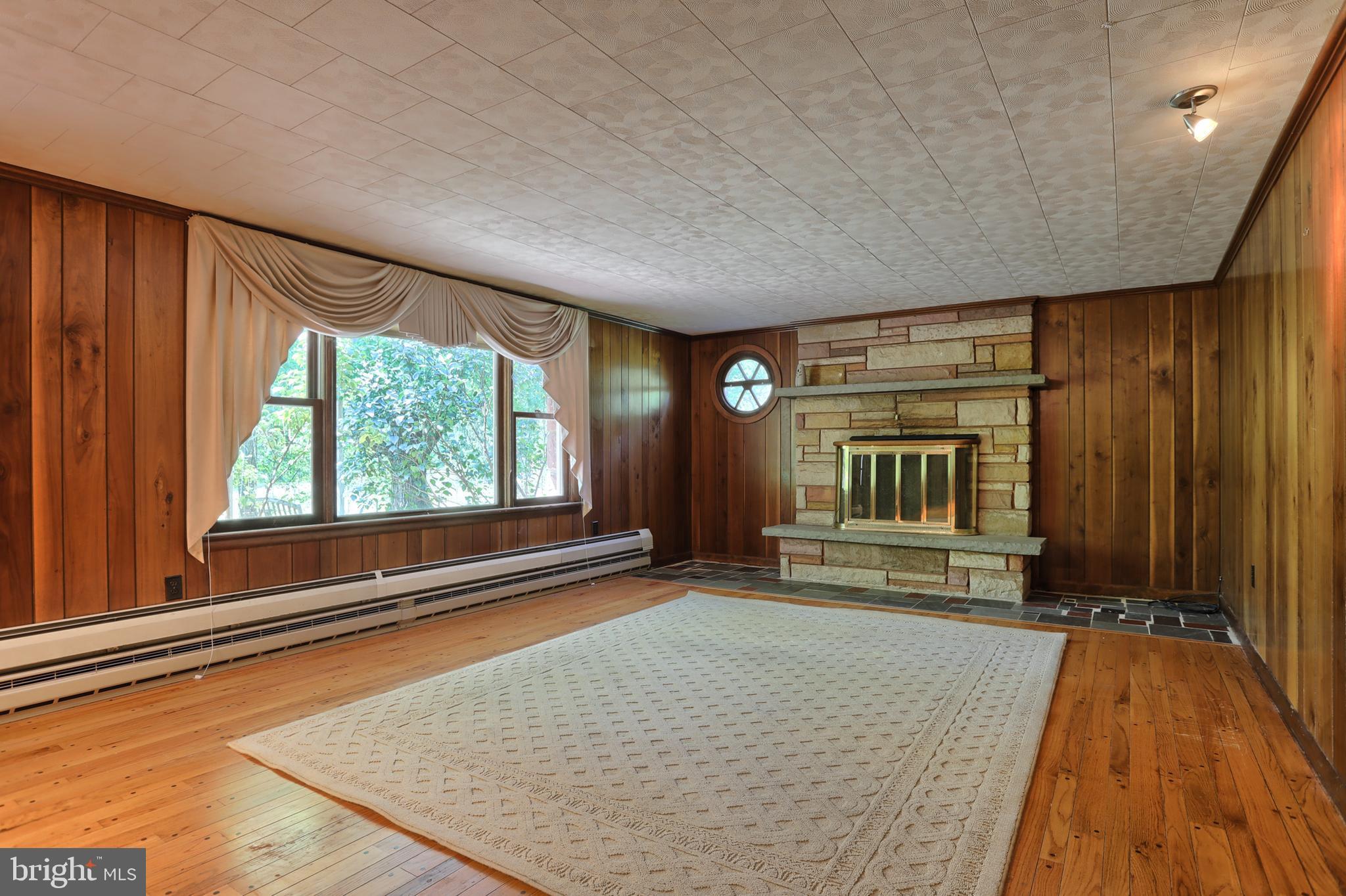 Living Room w/fireplace and Bay window