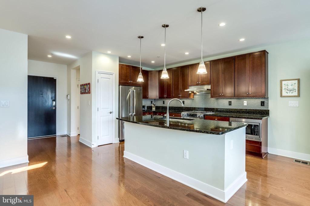 Kitchen/Foyer - 1418 N RHODES ST #B414, ARLINGTON