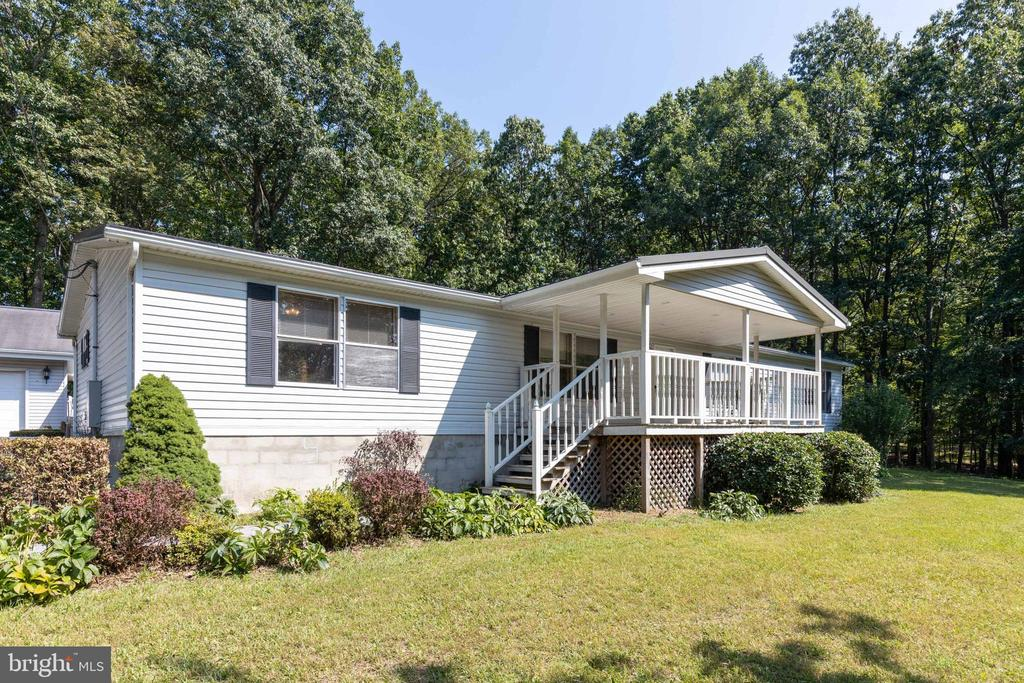 Enjoy the views from the covered front porch! - 500 ROLLING RIDGE LN, WINCHESTER