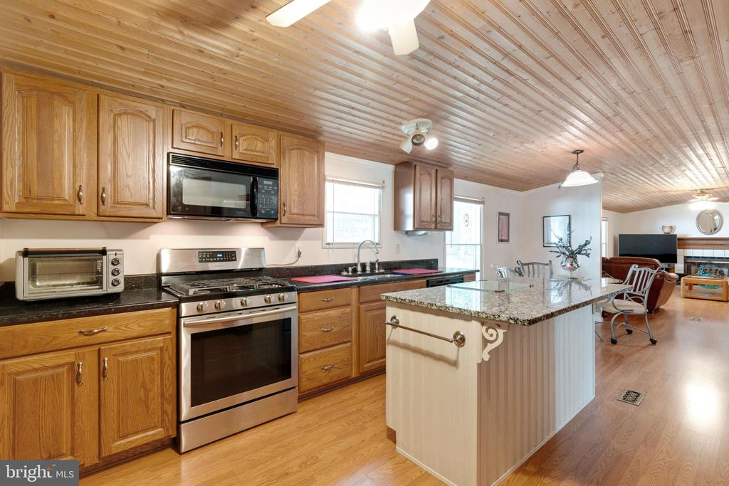 Stainless Steel Appliance and Kitchen Island - 500 ROLLING RIDGE LN, WINCHESTER