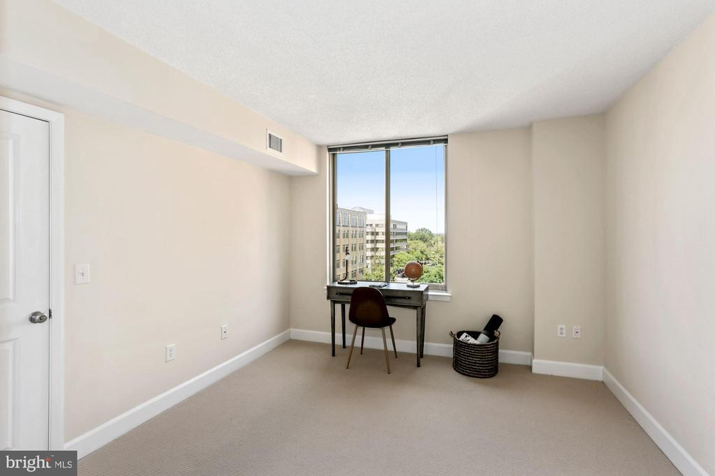 Bedroom # 2 with space for a home office. - 1205 N GARFIELD ST #608, ARLINGTON