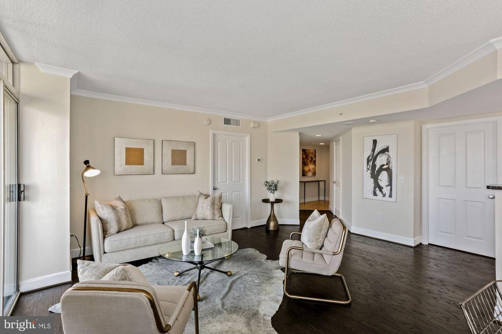 Open living room. - 1205 N GARFIELD ST #608, ARLINGTON