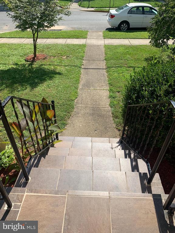 FRONT STAIRS - 3508 LANCER DR, HYATTSVILLE