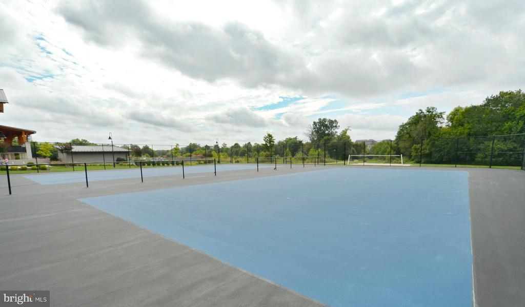 ONE LOUDOUN COMMUNITY TENNIS COURTS - 44533 NEPONSET ST, ASHBURN