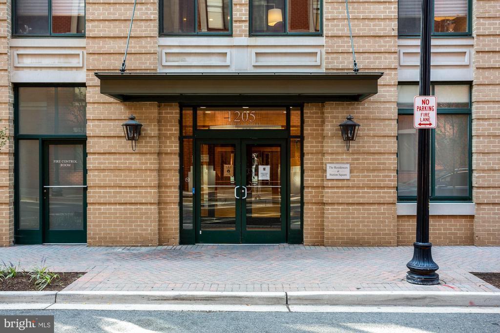 Secure entry. - 1205 N GARFIELD ST #608, ARLINGTON