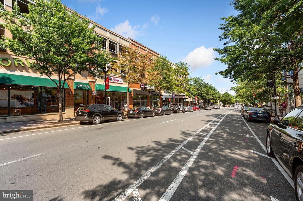 Beautiful tree-lines streets. - 1205 N GARFIELD ST #608, ARLINGTON