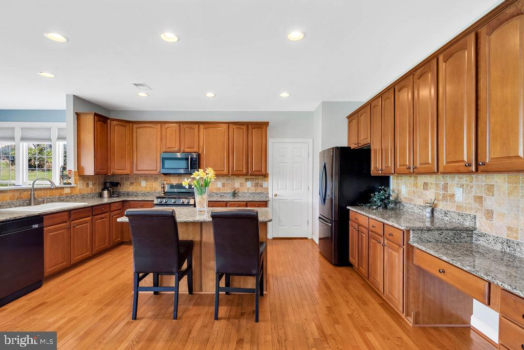 Abundant Kitchen Cabinnets - 14079 MERLOT LN, PURCELLVILLE
