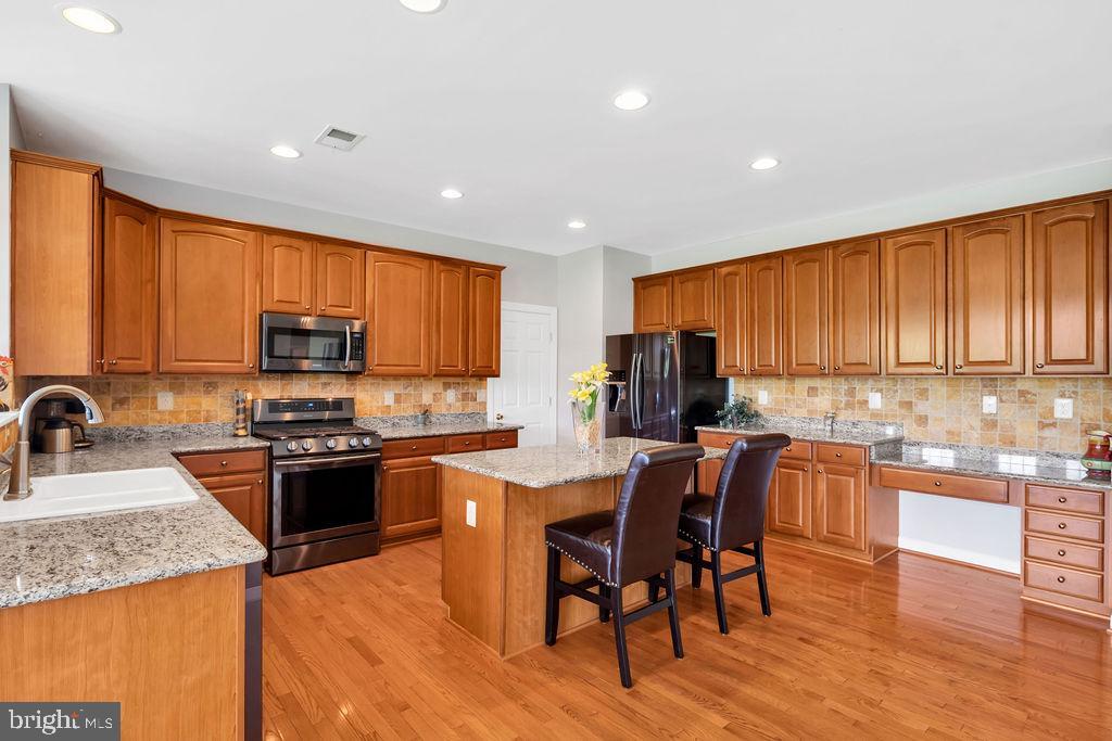 Wood Floors and Tile Back Splash - 14079 MERLOT LN, PURCELLVILLE