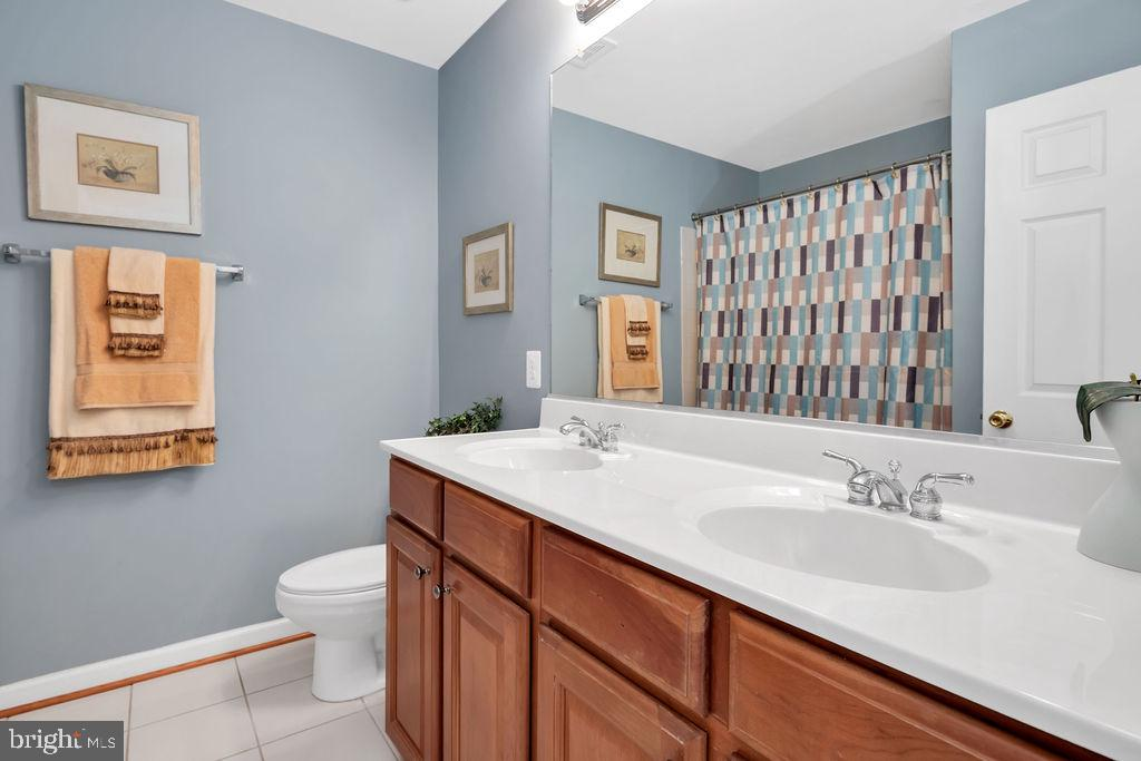 Upper Hall Bath - 14079 MERLOT LN, PURCELLVILLE