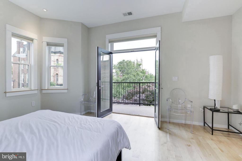 Penthouse Primary Bedroom with Balcony - 1620 15TH ST NW, WASHINGTON