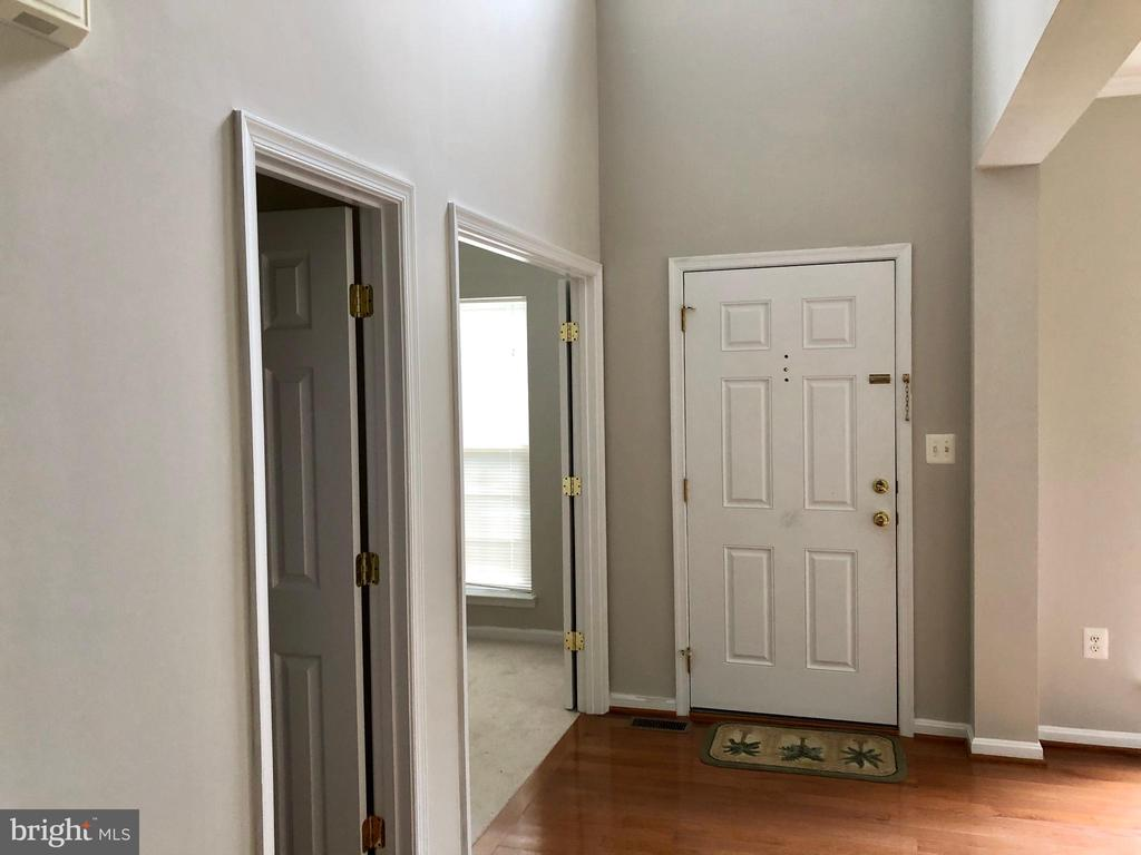 Hardwood floor and two story foyer - 76 BRENTSMILL DR, STAFFORD