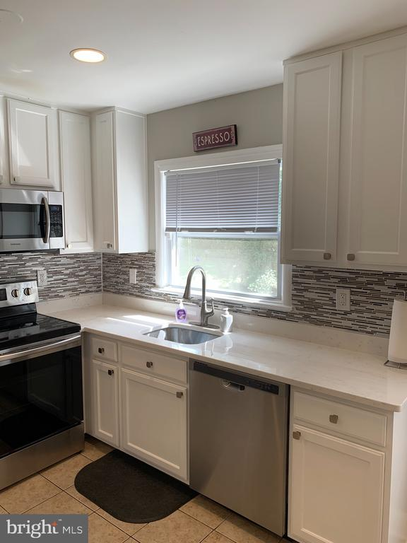 New granite counter tops - 21084 POTOMAC VIEW RD, STERLING