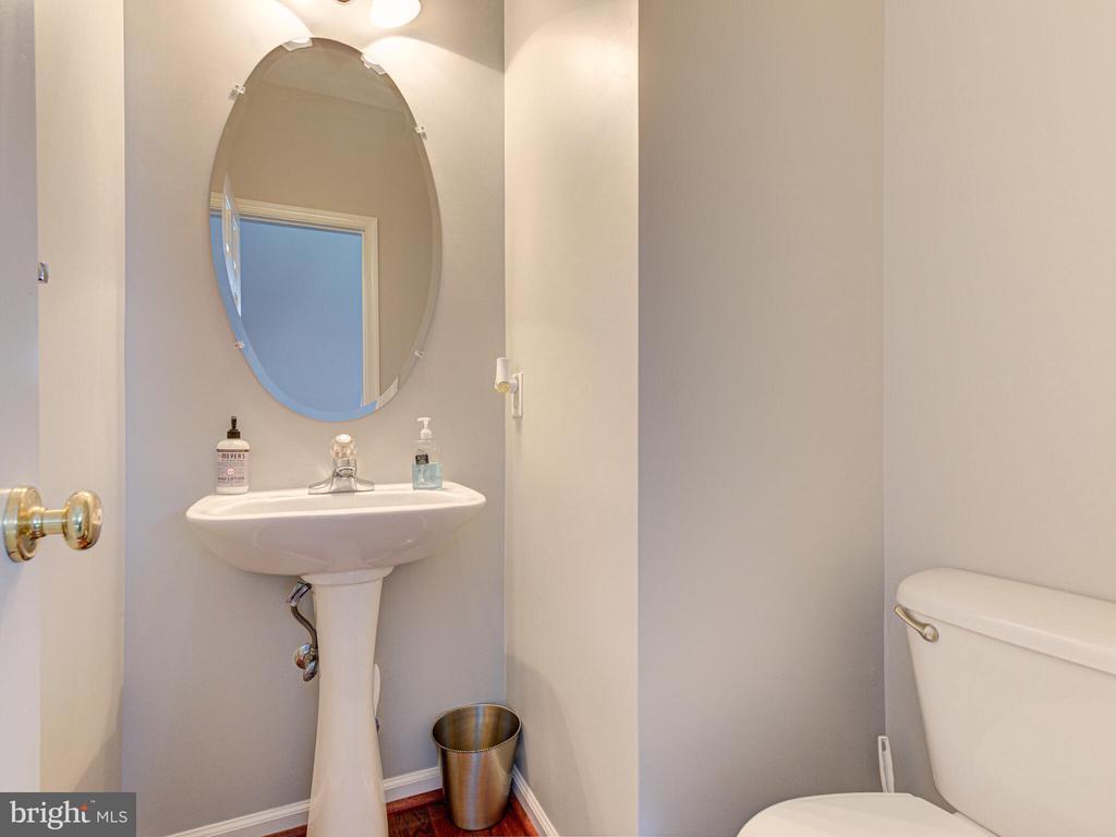Half bath / Powder room - 43592 PURPLE ASTER TER, LEESBURG