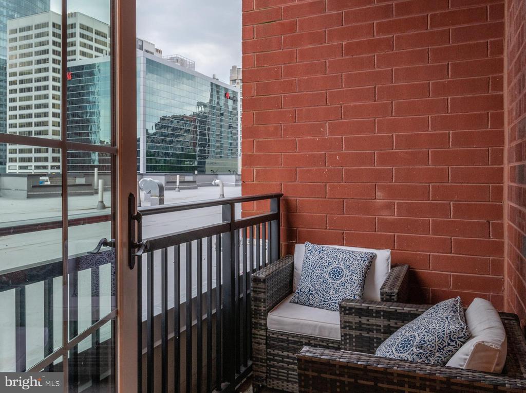 Private covered balcony - 1411 KEY BLVD #207, ARLINGTON