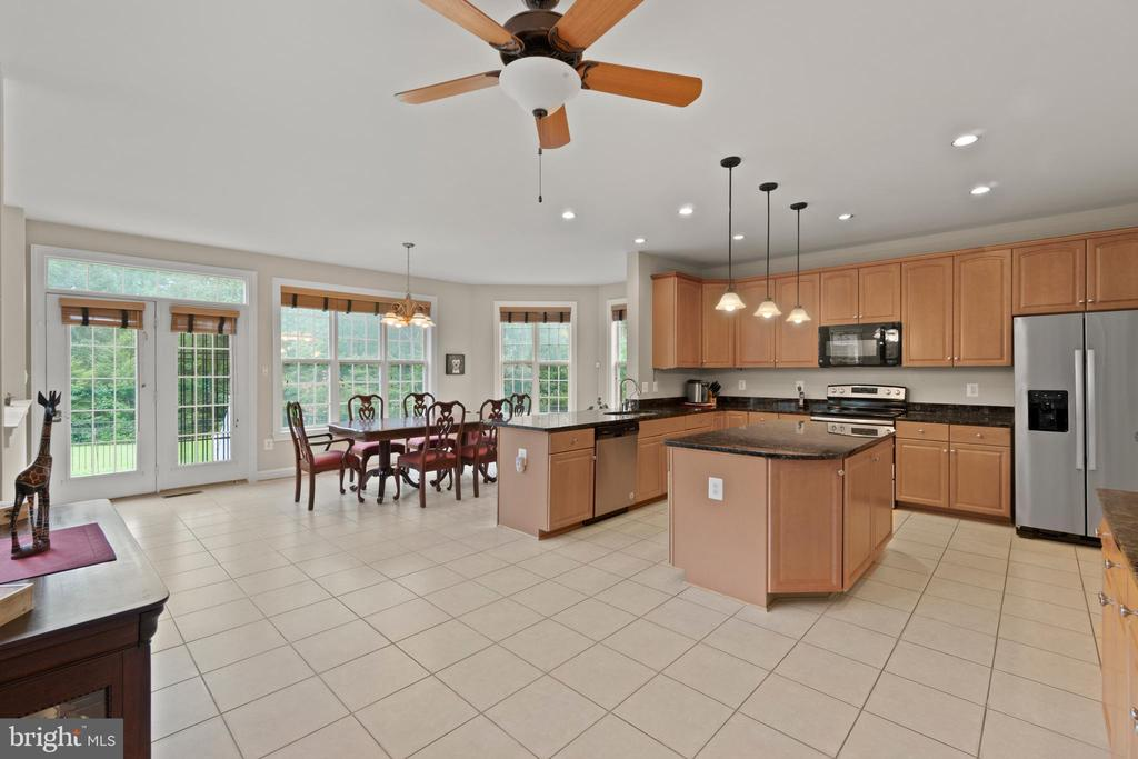 KITCHEN / BREAKFAST AREA - 108 HIGH RIDGE DR, STAFFORD