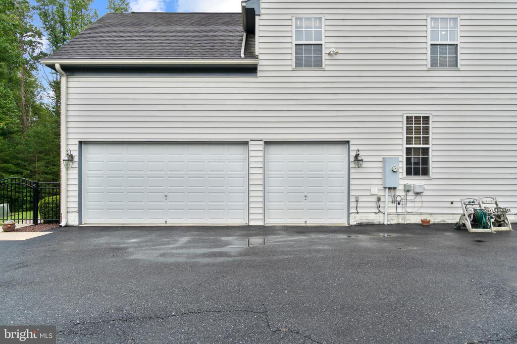 3 CAR GARAGE - 108 HIGH RIDGE DR, STAFFORD