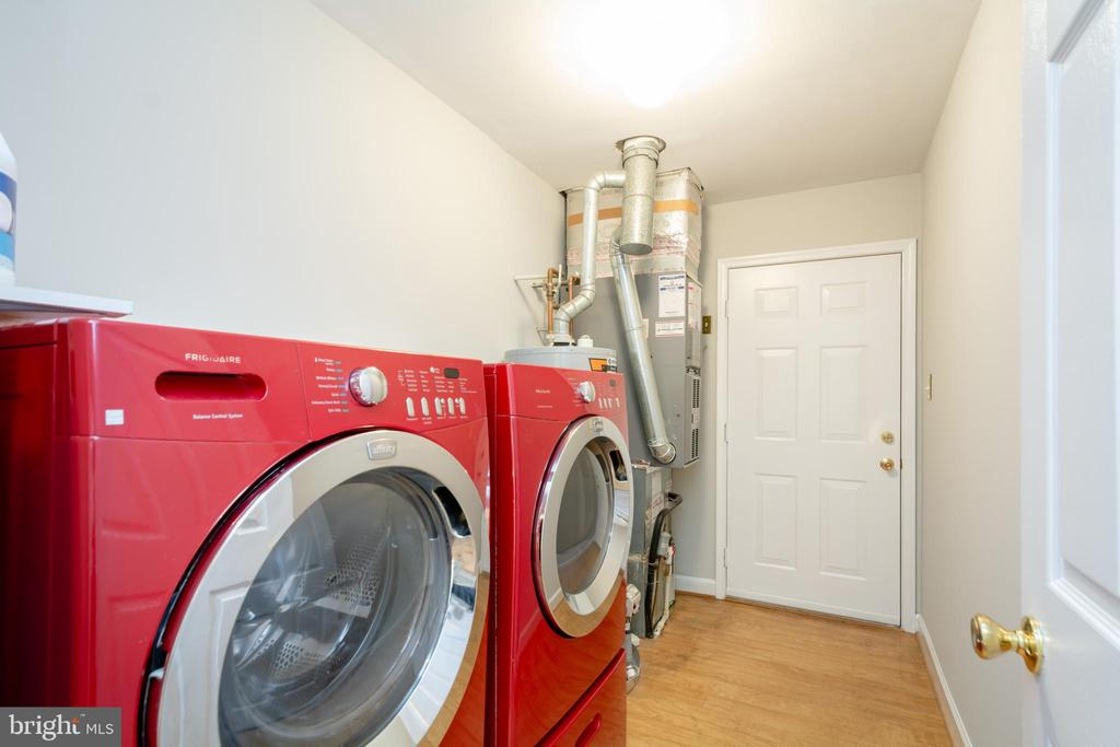 Laundry/Mud Room off Garage with Frigidaire  W&D - 12984 PINTAIL RD, WOODBRIDGE