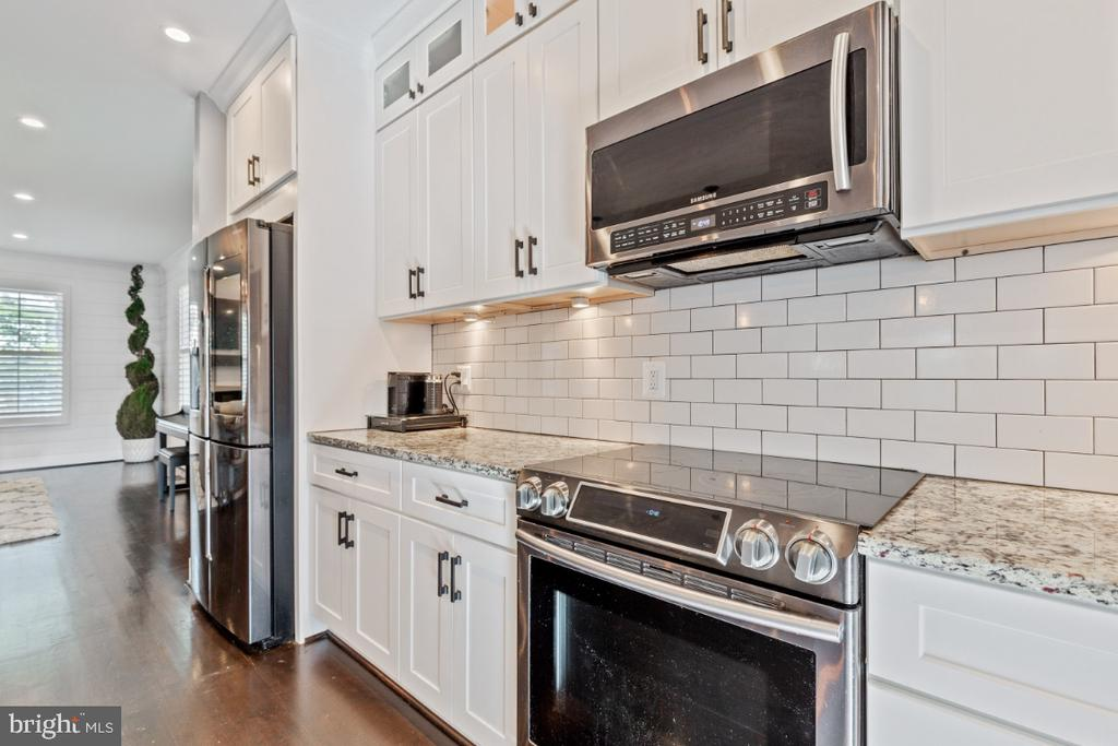 Stainless Steel Appliances - 132 W VIRGINIA AVE, HAMILTON