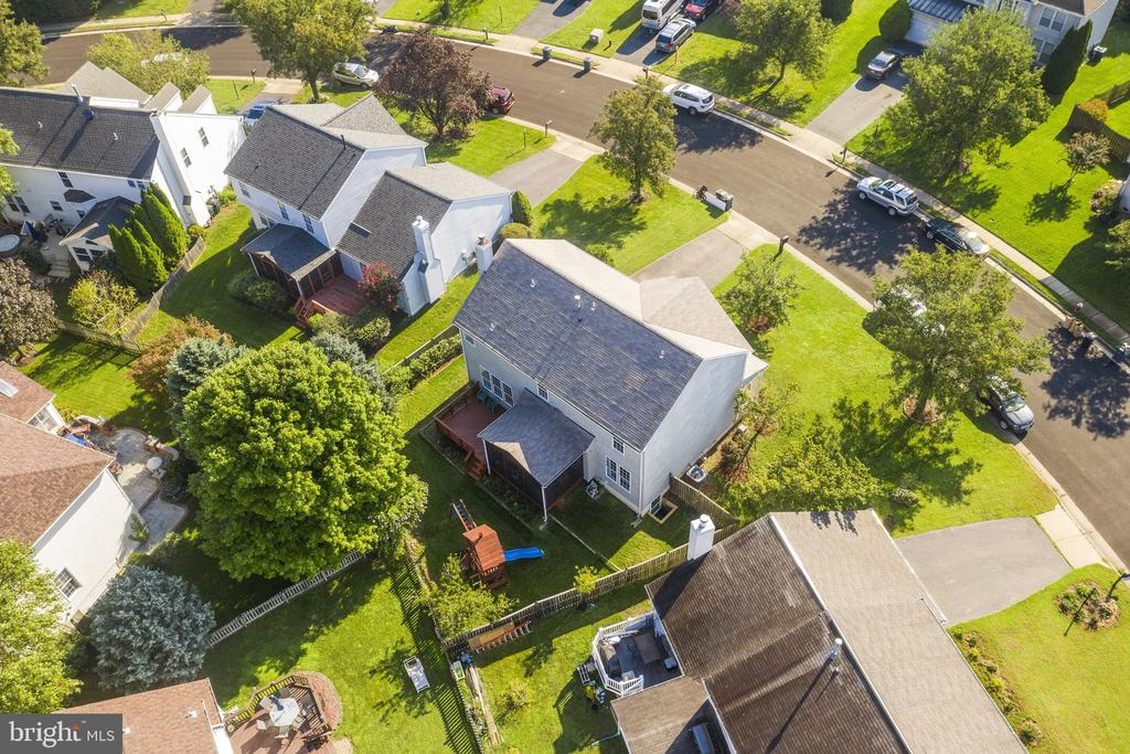 Love the screen porch, deck, play grand, garden... - 20887 CHIPPOAKS FOREST CIR, STERLING