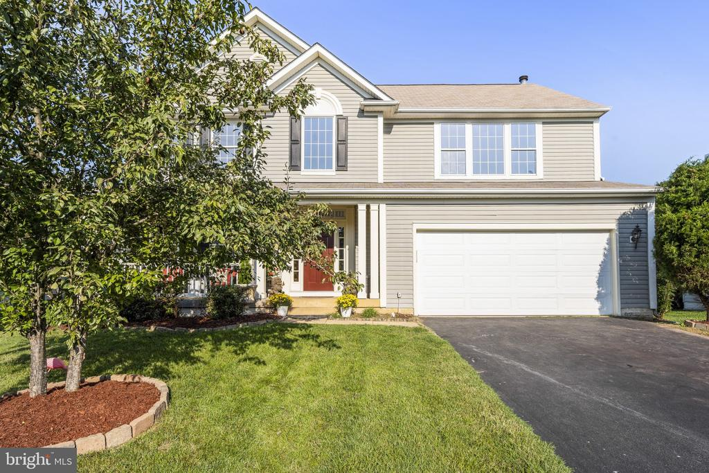 New mulch, freshly washed windows - 20887 CHIPPOAKS FOREST CIR, STERLING