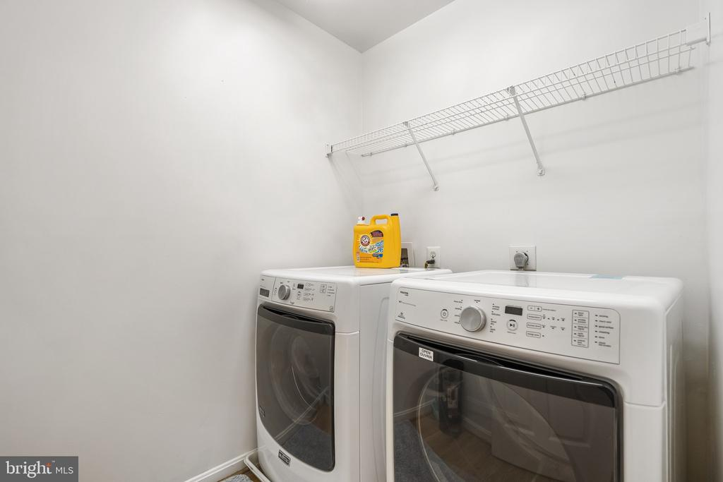 Bedroom level laundry room make laundry convient - 20887 CHIPPOAKS FOREST CIR, STERLING