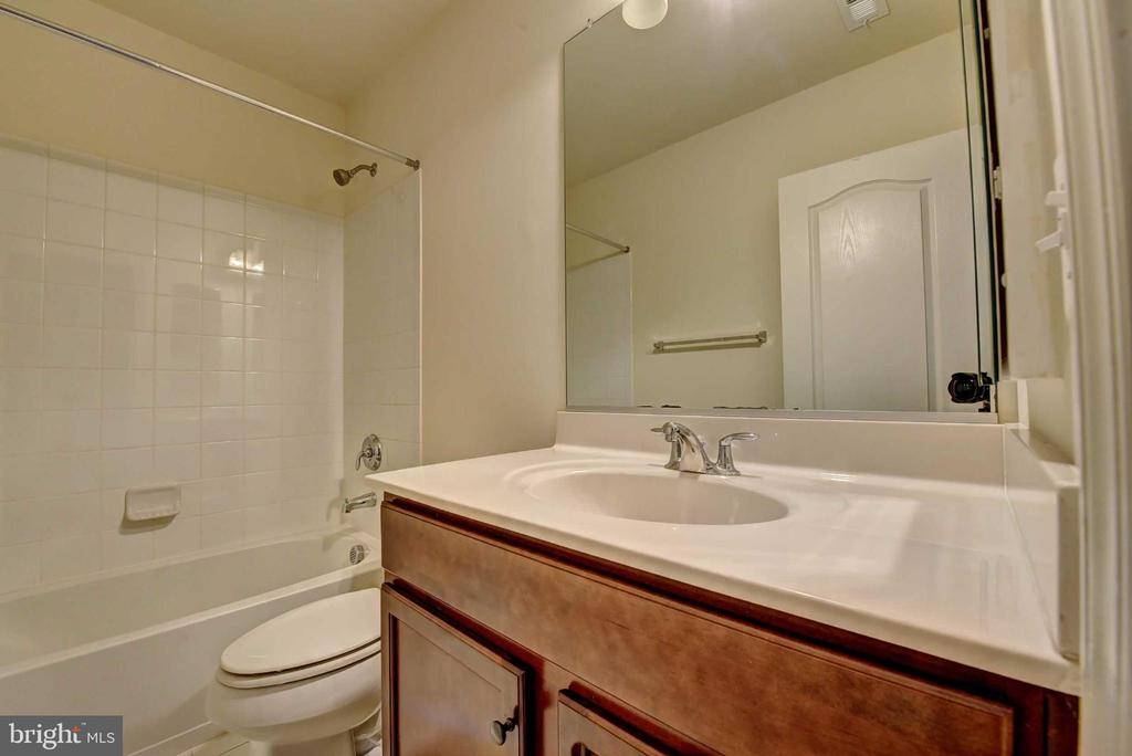 Basement bath - 42340 ABNEY WOOD DR, CHANTILLY