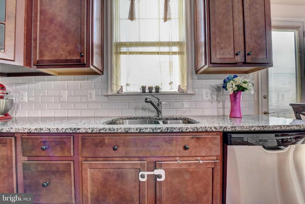 Sink in Kitchen - 42340 ABNEY WOOD DR, CHANTILLY